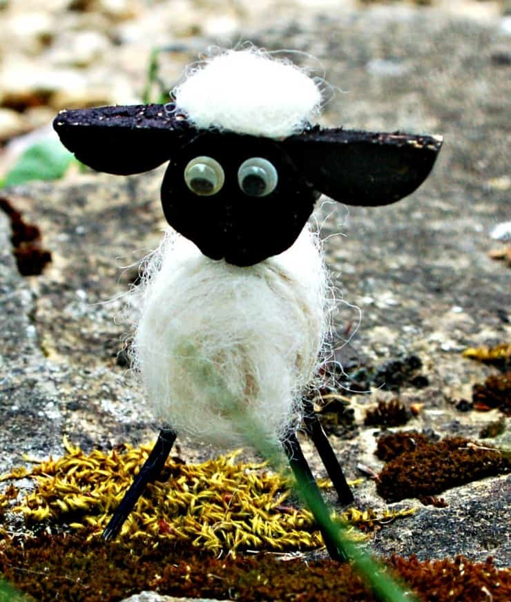 Our cute cork lamb is a great recycled craft idea, and great fun to make with kids. All you need is a couple of corks (something I always seem to have - glug!), a few matchsticks, and some yarn. Click through to see our easy to follow instructions,