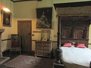 Berkeley castle - bedroom