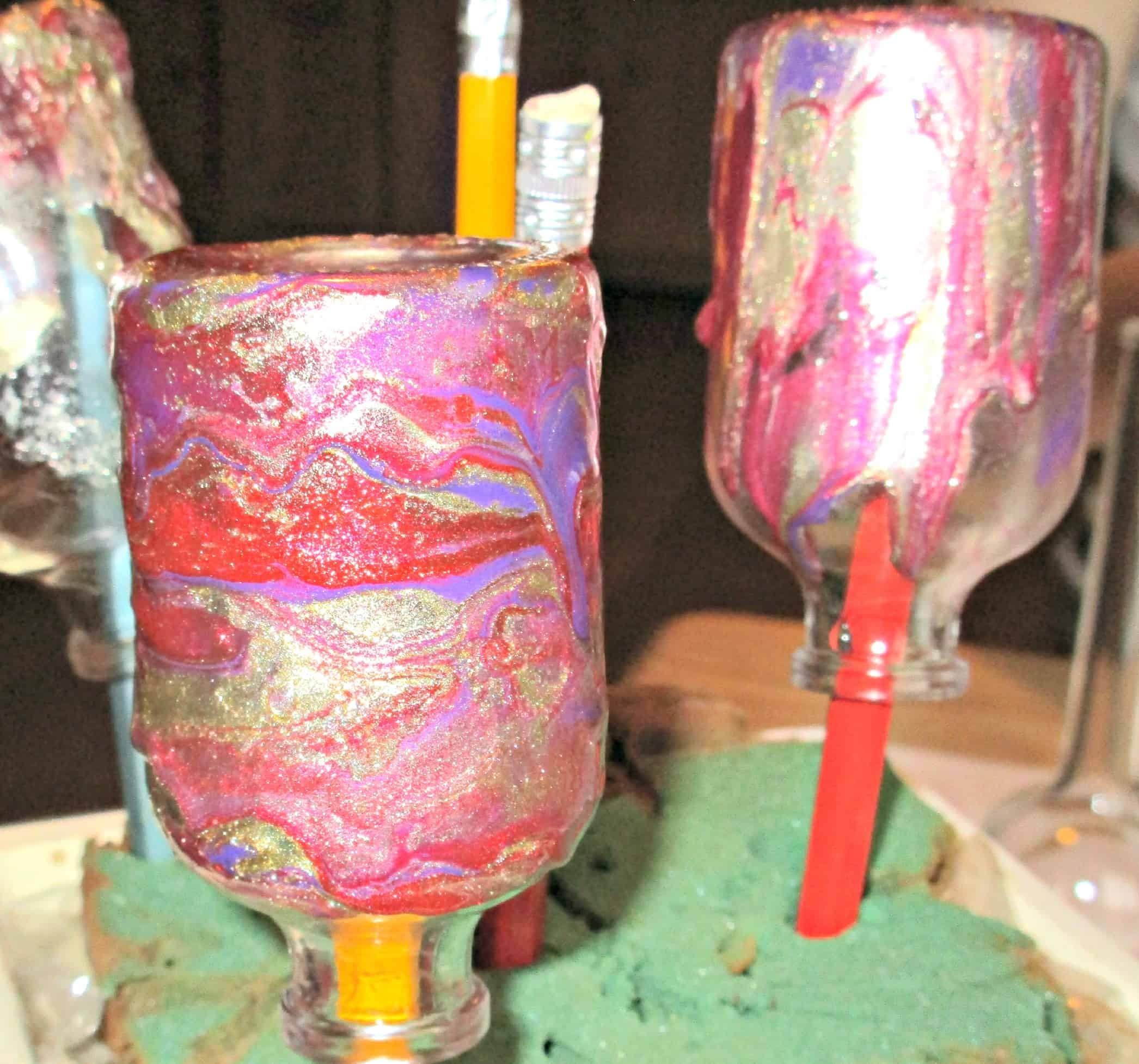 Craft Invaders Marbling Bottles With Nail Polish