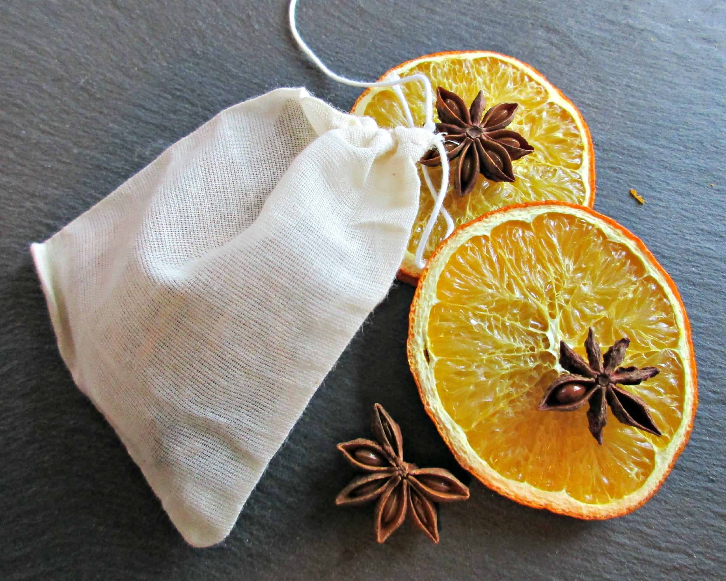From Craft Invaders DIY Spice Bags make a lovely, thoughtful gift, and can be adapted to suit the taste of the recipient. Includes lovely apple juice recipe