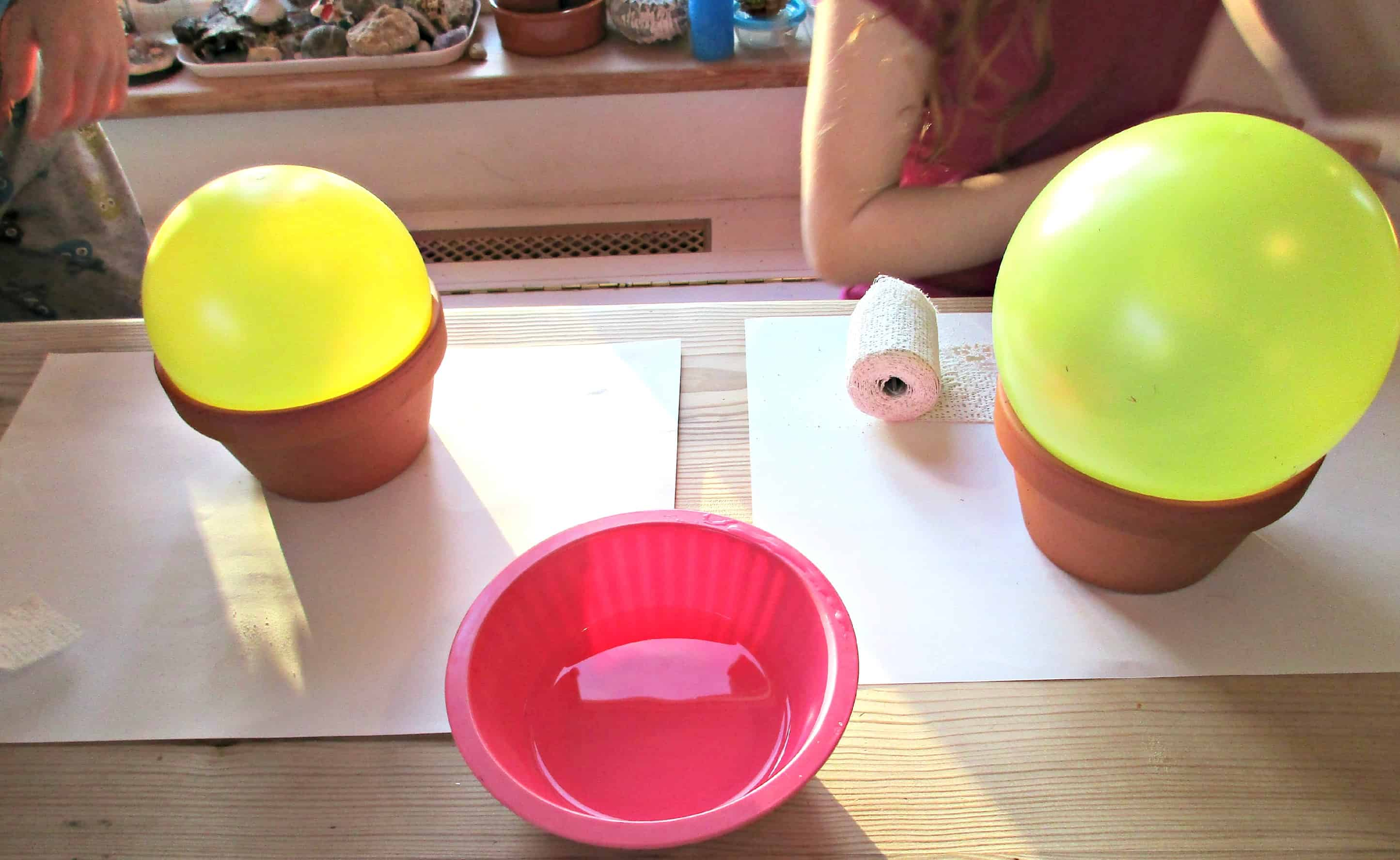 Modroc is Plaster of Paris impregnated gauze which is easy to use and shape, and great for sculptures. Here we show you how to use it to make Modroc bowls.