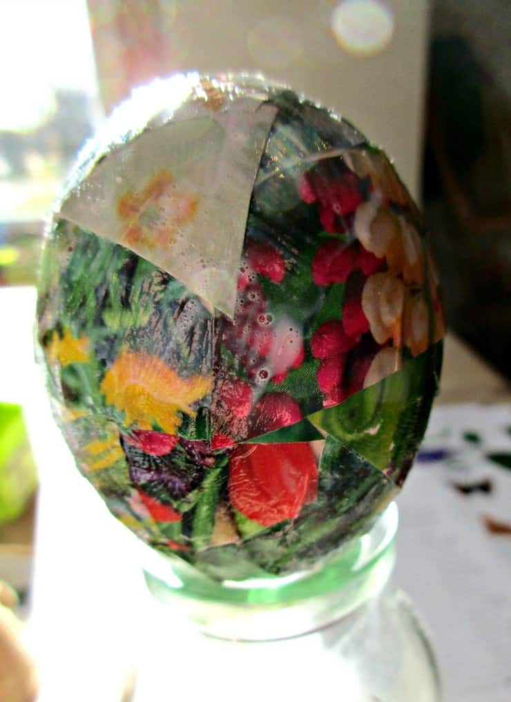 Easter Egg Decoupage - Easy and fun craft tutorial with step by step instructions. Perfect for both adults and kids
