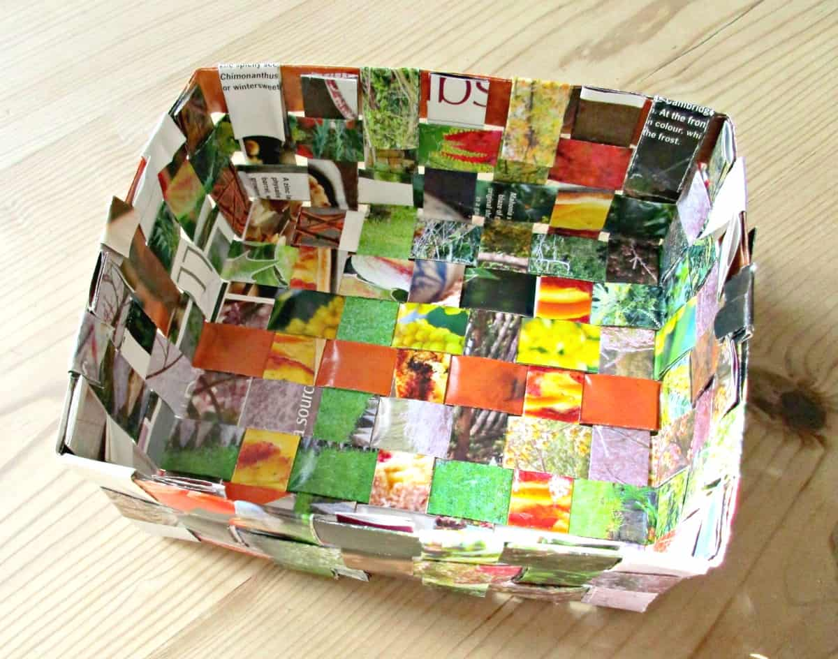 Craft invaders recycled magazine basket craft invaders - How to reuse magazines seven inspired ideas ...