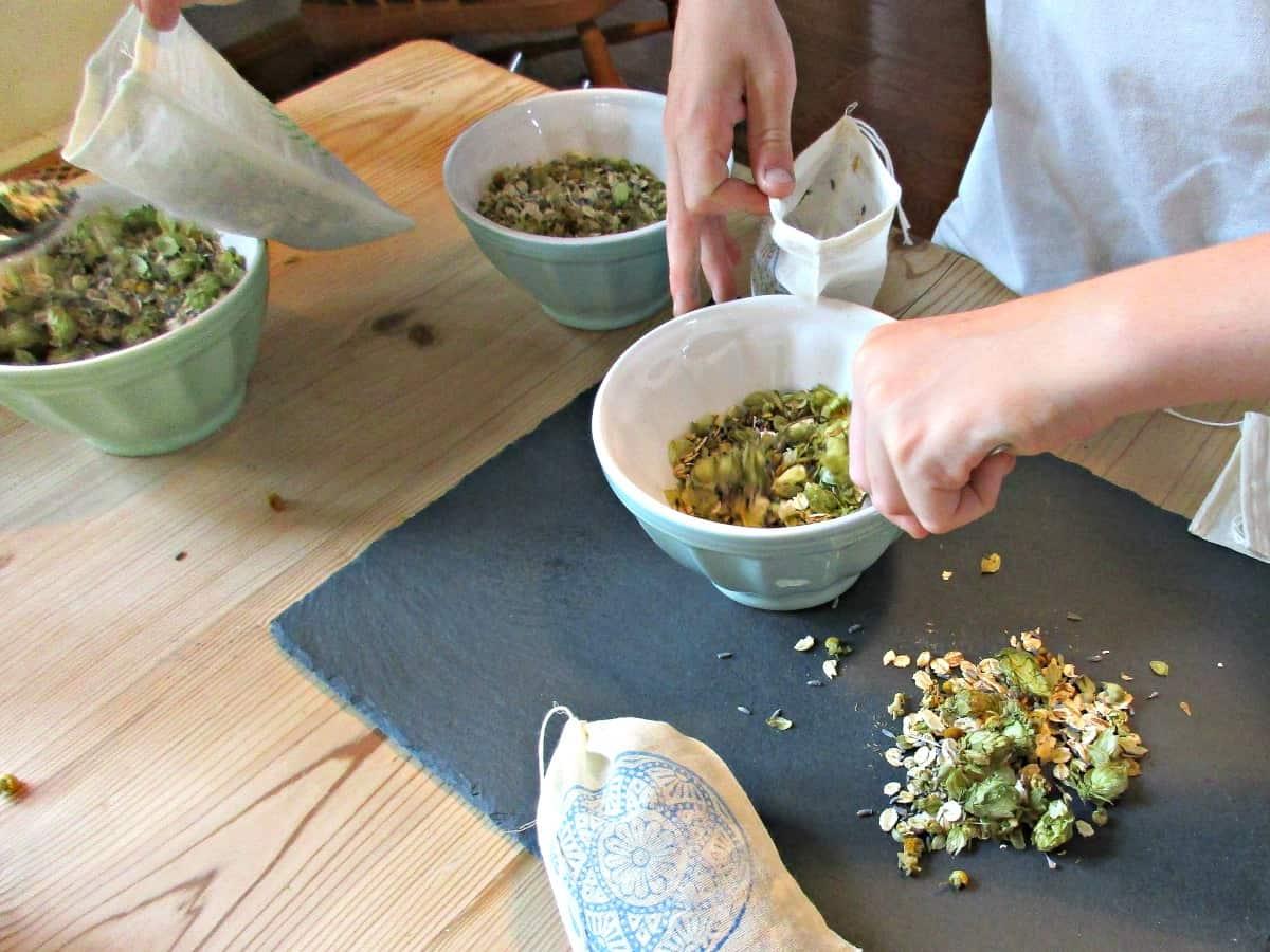 Craft Invaders - Home-Made Herbal Bath Tea Bags