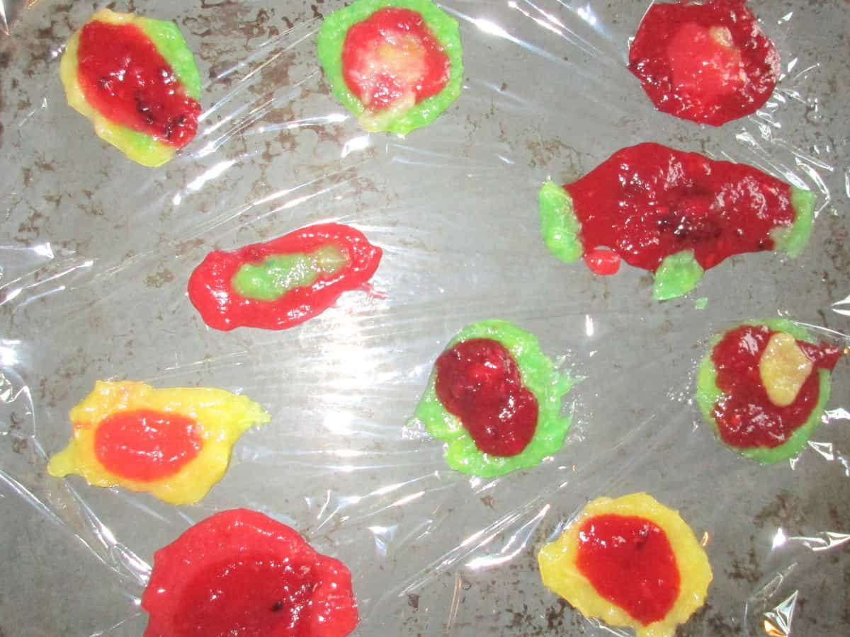 A truly revolting recipe for Halloween! Edible fruit scabs that you can peel off and eat. Warning! Post contains disgusting images of deliciously edible scabs (plus edible blood and pus!) Perfect for edible zombie skin - and you could even argue that it counts as one of your 5 a day!