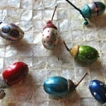 These adorable painted acorn jewels are super simple and make a beautiful Christmas decoration!
