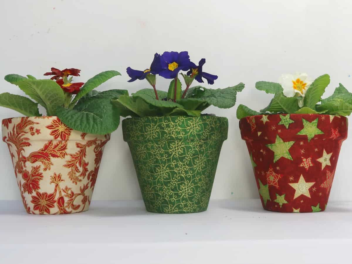 We love to make homemade gifts for family and friends and think these pretty little fabric covered flowerpots fit the bill perfectly. They are simple and cheap to make but look fabulous paired with a lovely plant as a thoughtful gift.