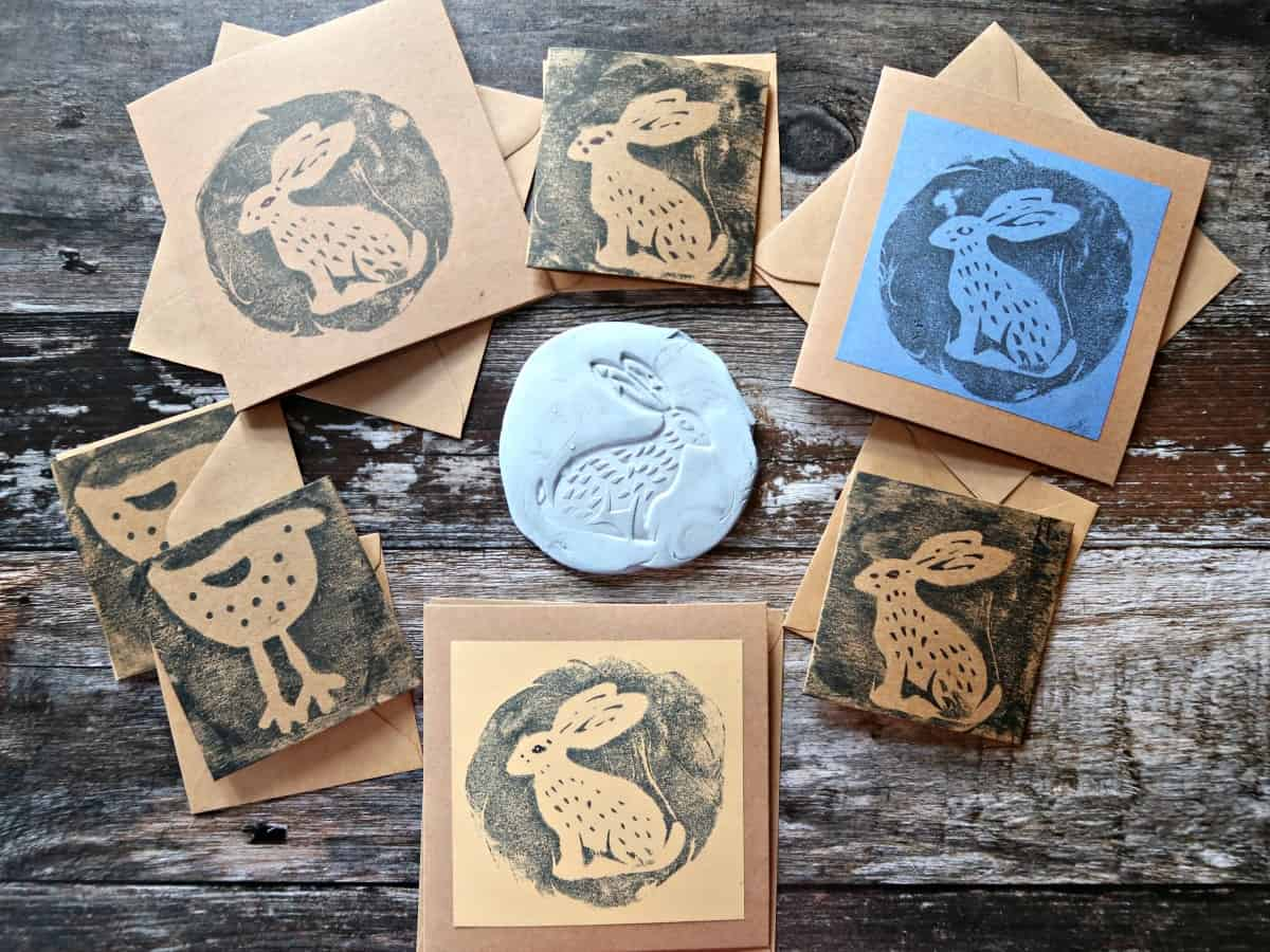 We show you how to make simple, gorgeous reverse prints using Blu Tack. Reverse prints are perfect for use as greeting cards and home décor.