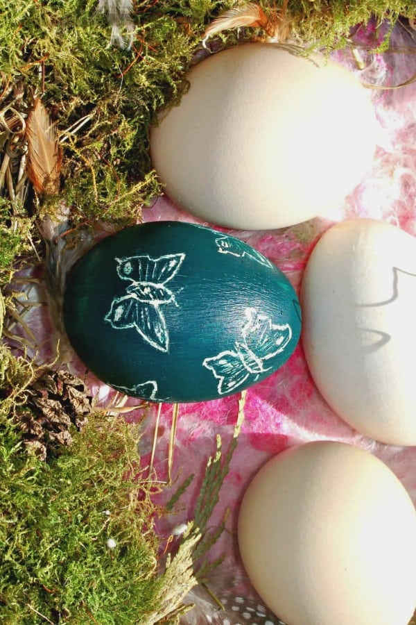 In this tutorial, we will first show you a simple technique for blowing an egg, and then how to decorate eggs using Sgraffito.
