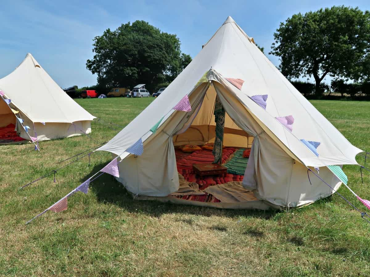 Our top tips to bring a DIY glamping vibe to your garden. Follow these tips, and you will be able to experience a full-on glamping holiday even when stuck at home!